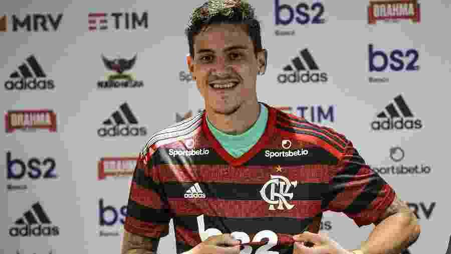 Atacante Pedro foi apresentado no Flamengo, seu clube de infância, e arrancou lágrimas de sua mãe  - Marcelo Cortes / Flamengo