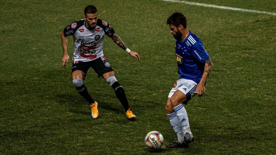 Rafael Sóbis foi marcado de perto durante Operário-PR x Cruzeiro, na Série B de 2020 - Alessandra Torres/AGIF