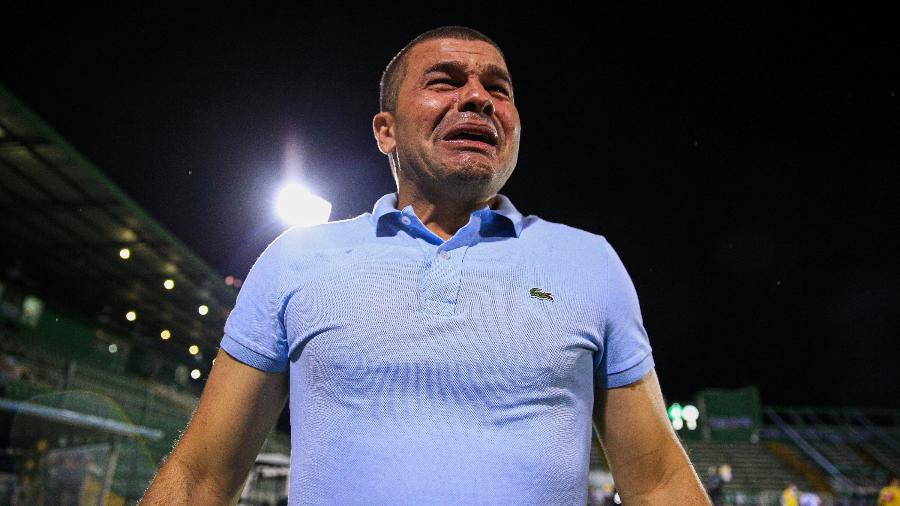 Técnico Umberto Louzer chora ao conquistar o título da Série B com a Chapecoense - Márcio Cunha I ACF