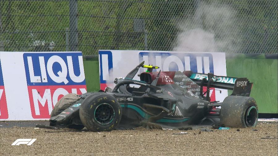 GP de Imola foi suspenso para limpeza da pista após acidente entre Bottas e Russell - Reprodução/Twitter @Formula1