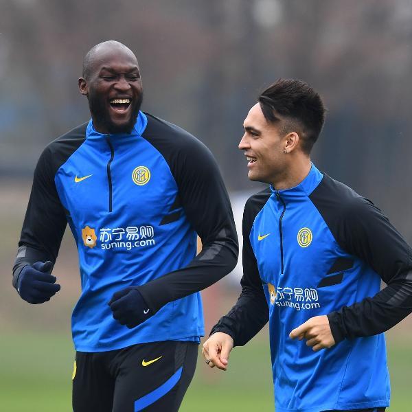 Lukaku e Lautaro Martínez durante treino da Inter de Milão