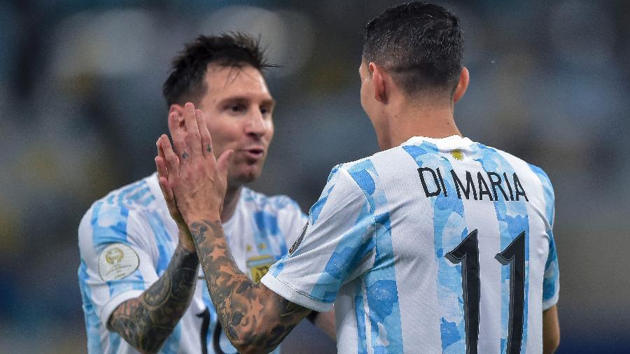 Messi cumprimenta Di María após o gol da Argentina sobre o Brasil na final da Copa América - Thiago Ribeiro/AGIF
