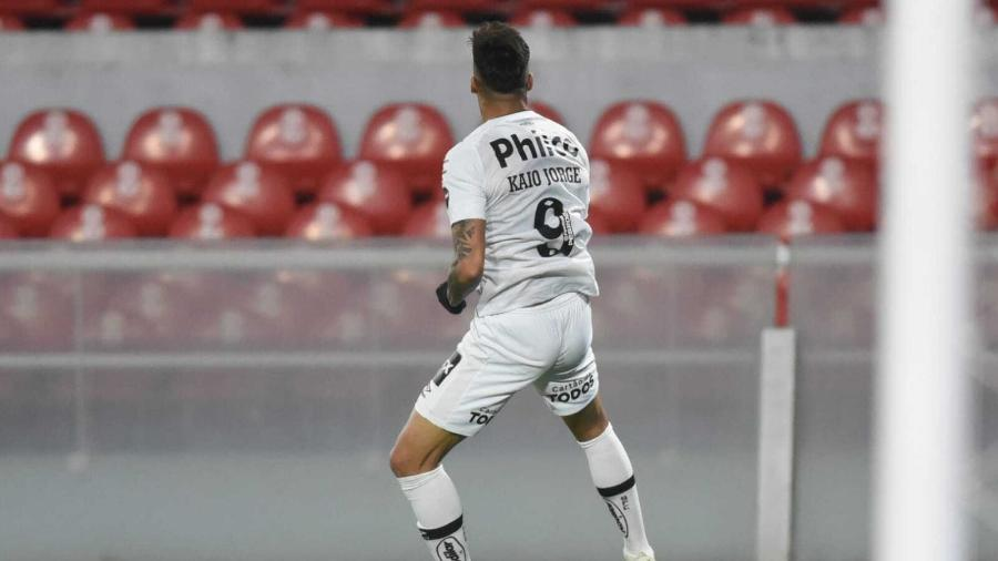 Kaio Jorge comemora gol marcado durante partida do Santos contra o Independiente, pela volta das oitavas da Sul-Americana 2021. - Ivan Storti/Santos FC