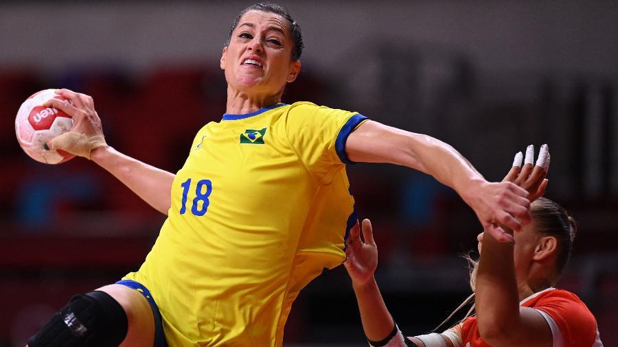 Duda Amorim em ação pelo Brasil contra a Hungria nas Olimpíadas de Tóquio - Daniel Leal-Olivas/AFP