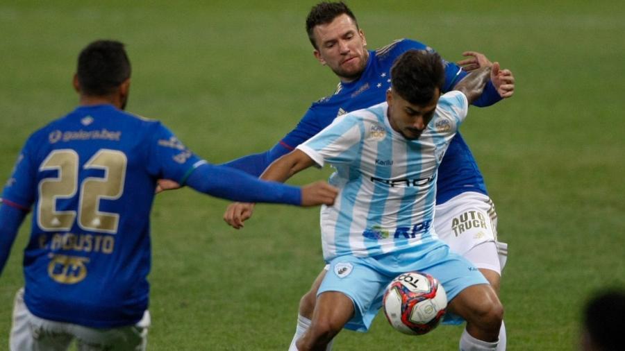 Cruzeiro e Londrina se enfrentaram no Mineirão, em duelo de times ameaçados pelo rebaixamento à Série C - FERNANDO MICHEL/AGÊNCIA O DIA/AGÊNCIA O DIA/ESTADÃO CONTEÚDO