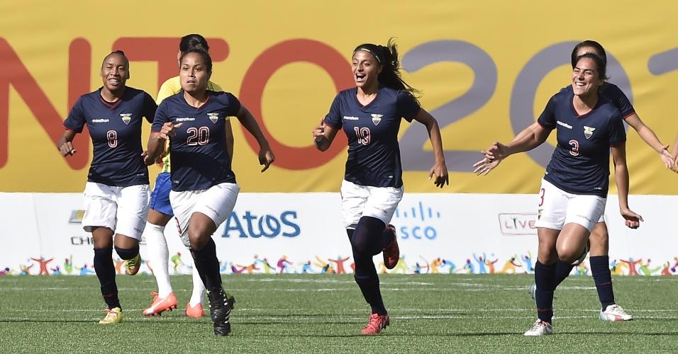 Equatorianas comemoram o gol marcado contra o Brasil