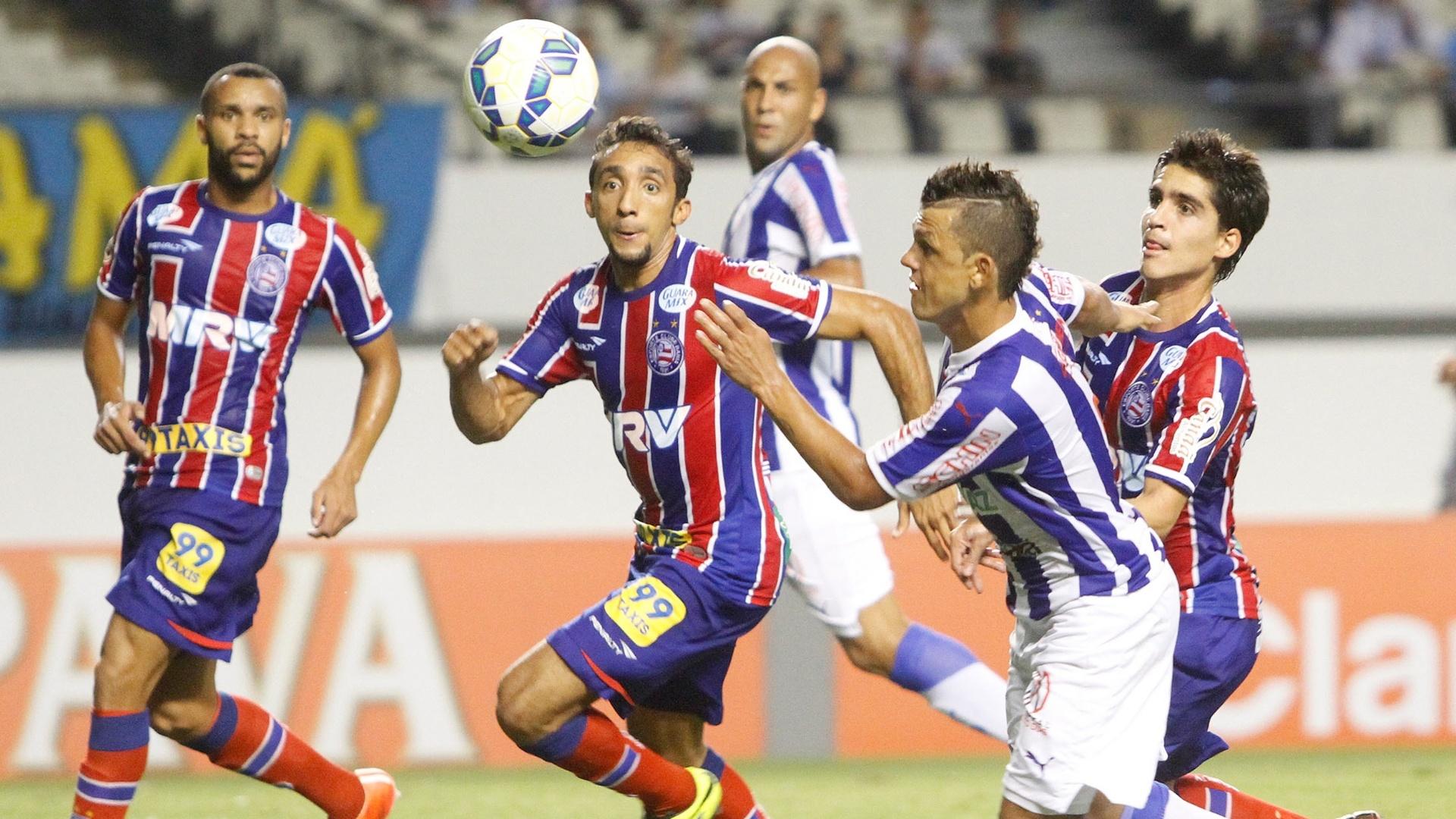 Lance da partida entre Paysandu e Bahia, válida pela terceira fase da Copa do Brasil