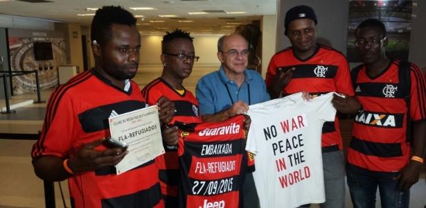 Eduardo Bandeira de Mello foi cobrado por torcedores no embarque do Flamengo - Vinicius Castro/ UOL