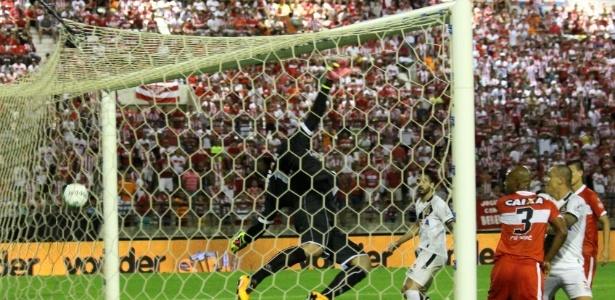 Andrezinho fez um gol olímpico na vitória do Vasco por 2 a 1 sobre o CRB - Carlos Gregório Júnior / Site oficial do Vasco