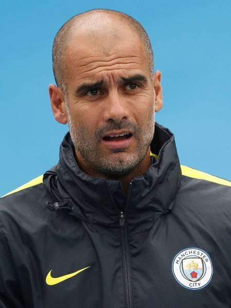 12.set.2016 - Josep Guardiola acompanha treino do Manchester City - Carl Recine/Reuters