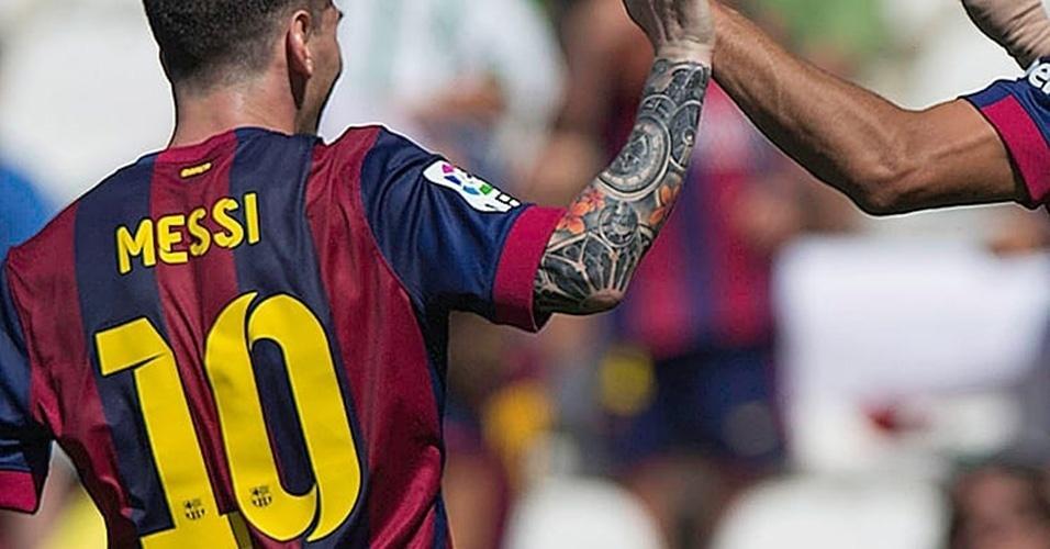 1. LIONEL MESSI - A tatuagem que cobre o braço direito do craque é uma referência ao templo da Sagrada Família, em Barcelona