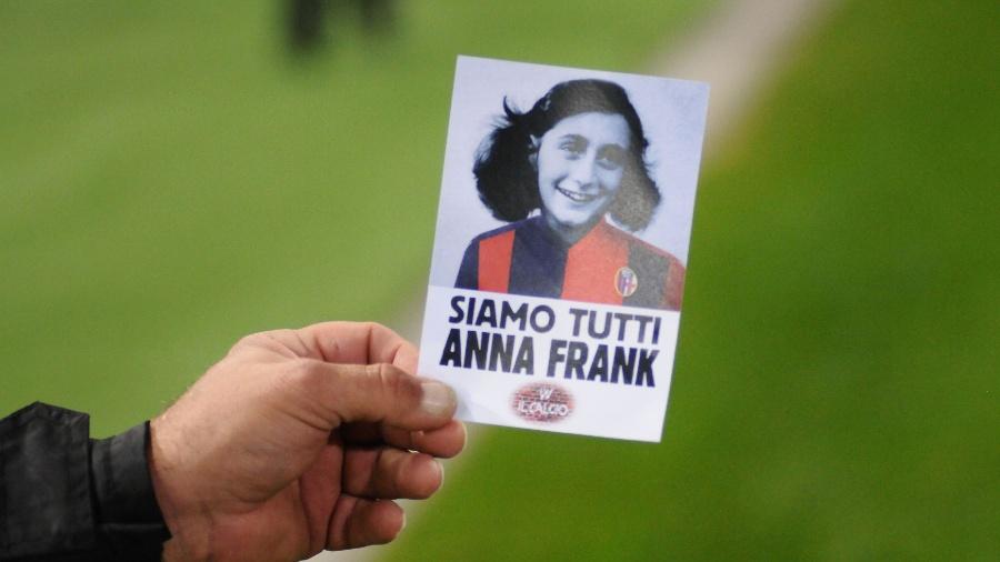 """""""Somos todos Anne Frank"""": folhetos são distribuídos em jogo entre Bolonha e Lazio - Gianni Schicchi/AFP"""