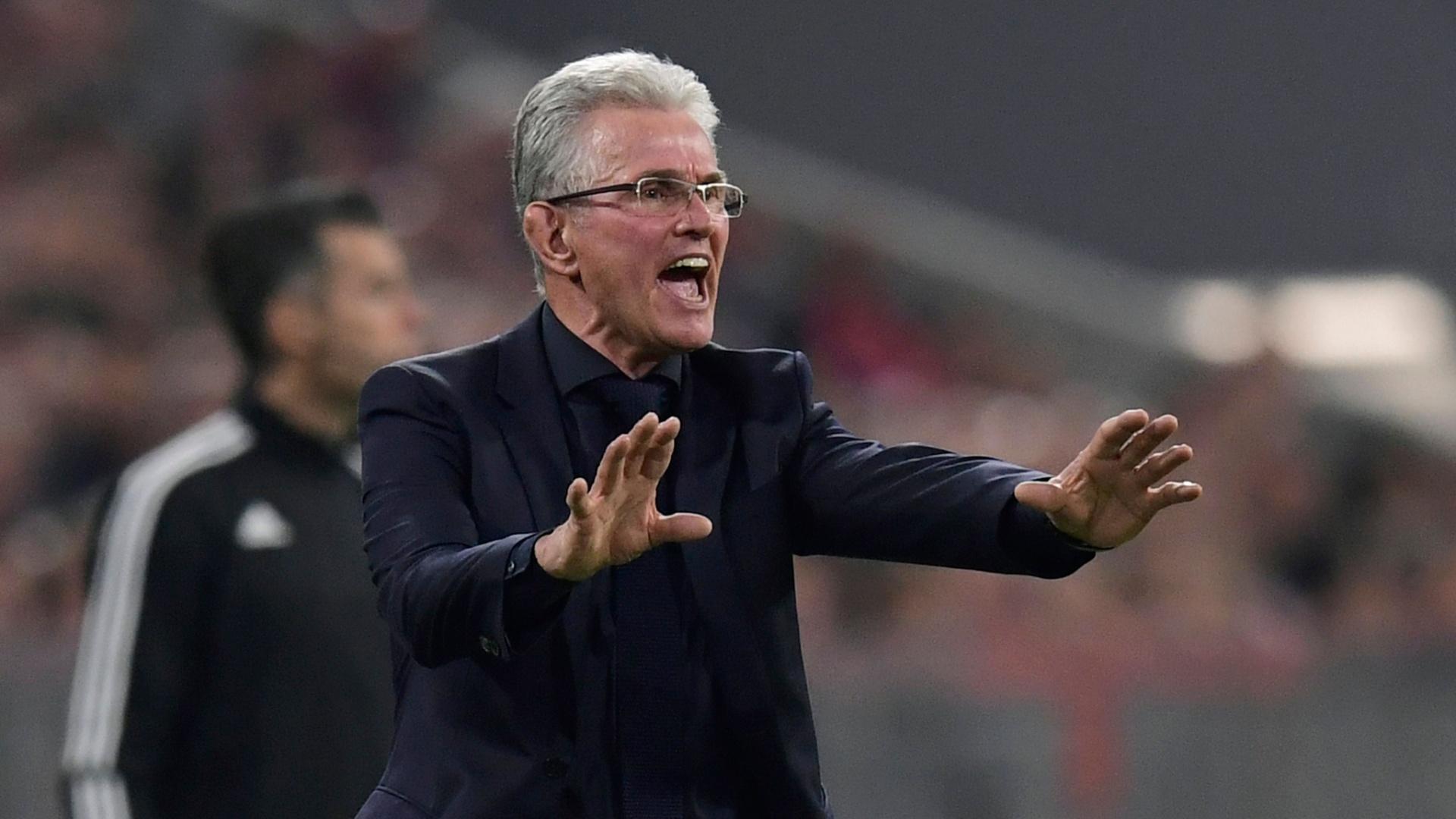 Jupp Heynckes gesticula no jogo do Bayern contra o Real