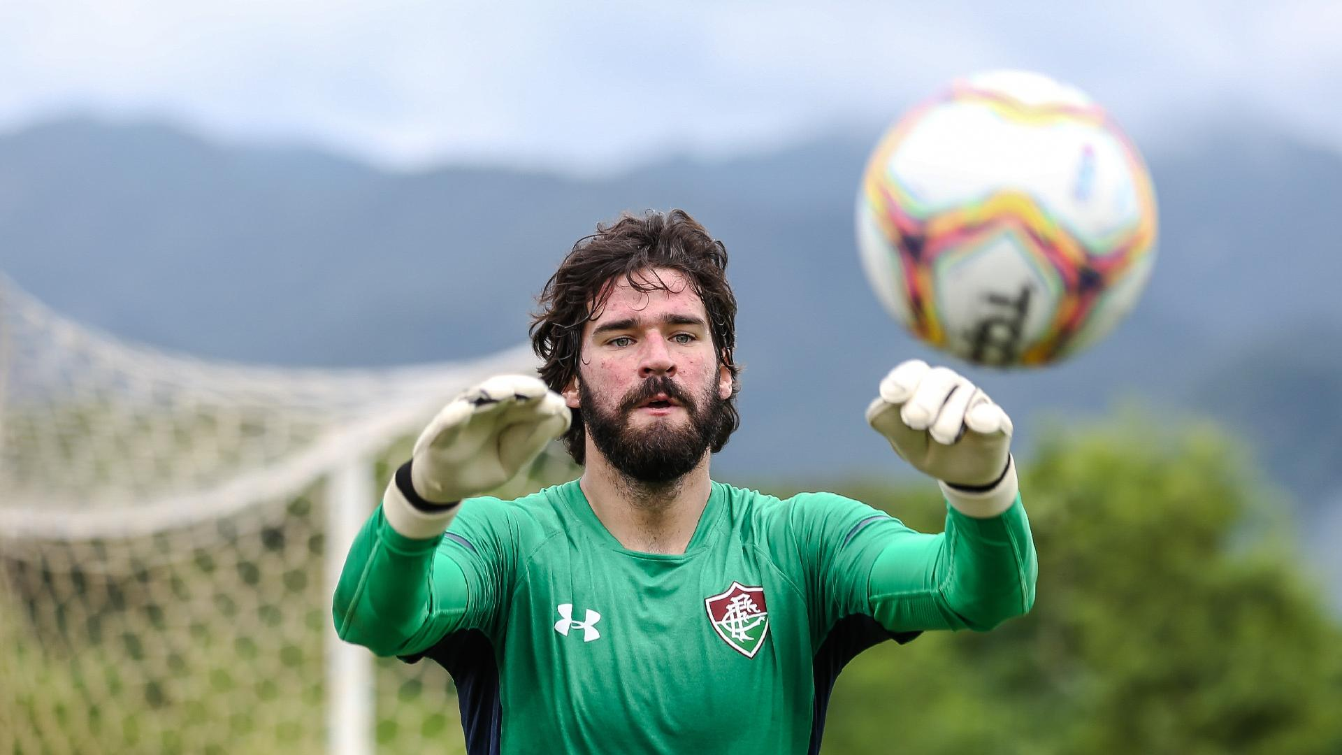 Alisson, durante treino no Fluminense