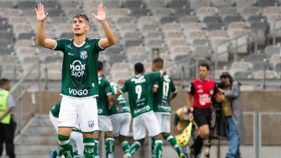 Jogador da Caldense celebra gol contra o Atlético-MG - Fernando Moreno/AGIF