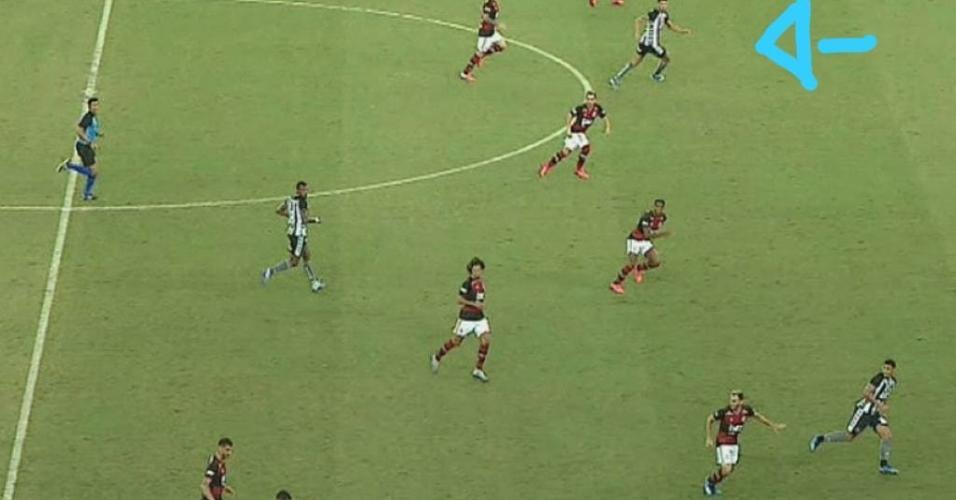 Imagem da captação da partida feita pela Fox Sports mostra lance de Pedro Raul anulado