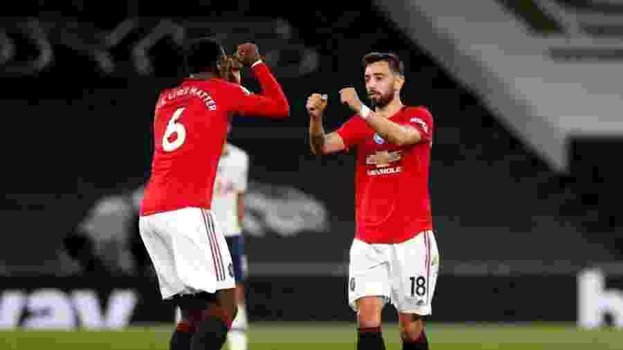 runo Fernandes e Paul Pogba, ambos do Manchester United, comemoram gol contra o Tottenham - Matt Childs/ Pool via Getty Images