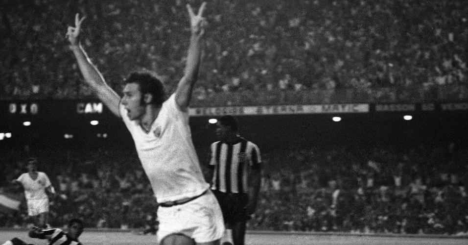 Mickey comemora gol contra Atlético-MG na final do Brasileiro de 70