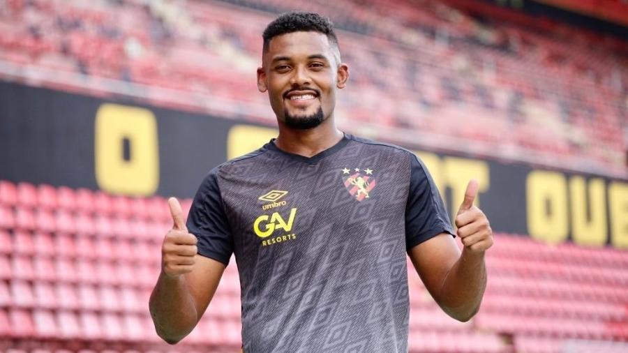 Zagueir de 24 anos jogou as últimas duas temporadas emprestado pelo Santos ao Coritiba - Reprodução/Twitter