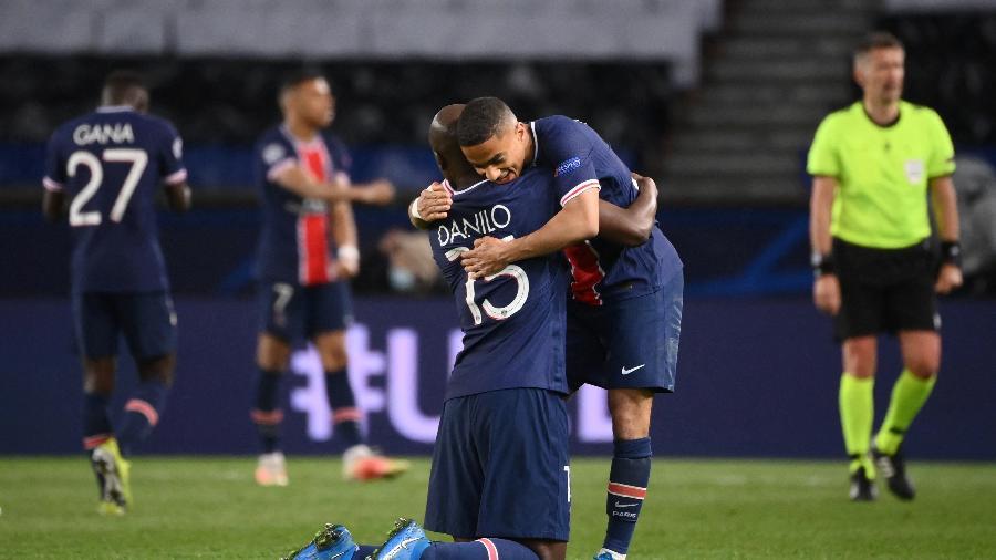 Jogadores do PSG comemoram após a classificação contra o Bayern - FRANCK FIFE/AFP