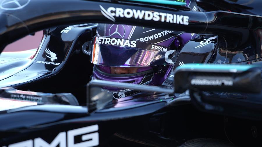 Lewis Hamilton foi o mais rápido durante o treino classificatório para o Grande Prêmio da Espanha, e conquistou 100ª pole da carreira - EMILIO MORENATTI/Pool via REUTERS