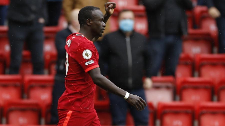 Sadio Mané comemora após abrir o placar para o Liverpool contra o Crystal Palace pelo Campeonato Inglês - Phil Noble/Reuters