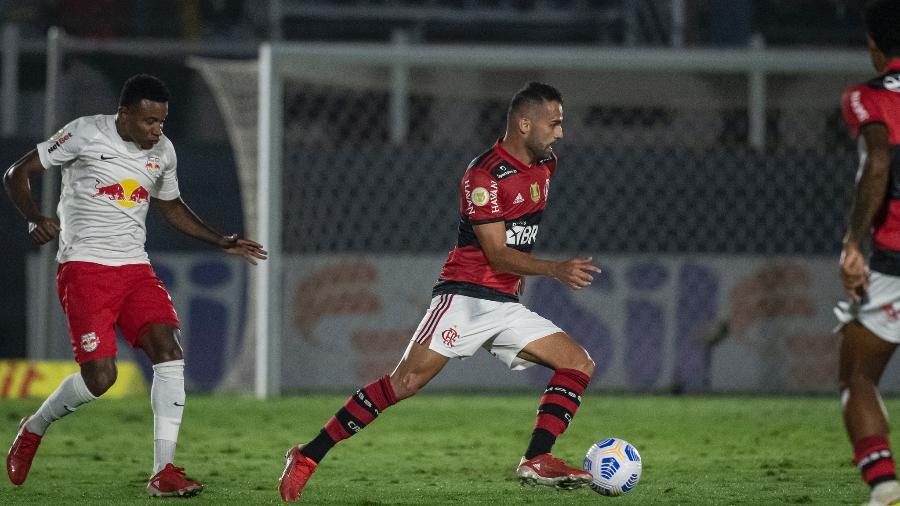 Volante do Fla aponta diferença entre Renato e Ceni no Flamengo: Ficou mais amigável
