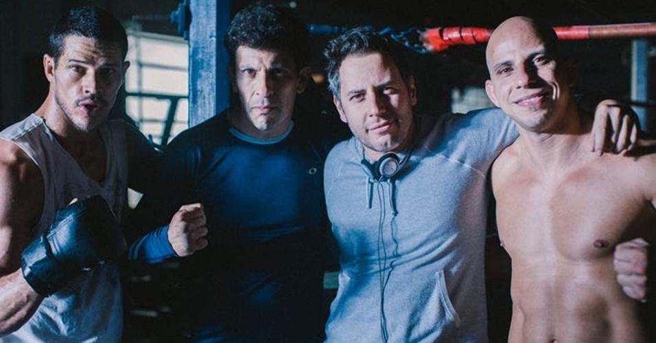 José Loreto, Milhem Cortaz, Afonso Poyart (diretor) e Alex Gazé (treinador de MMA), durante bastidores da gravação do longa-metragem que retrata a vida do lutador José Aldo