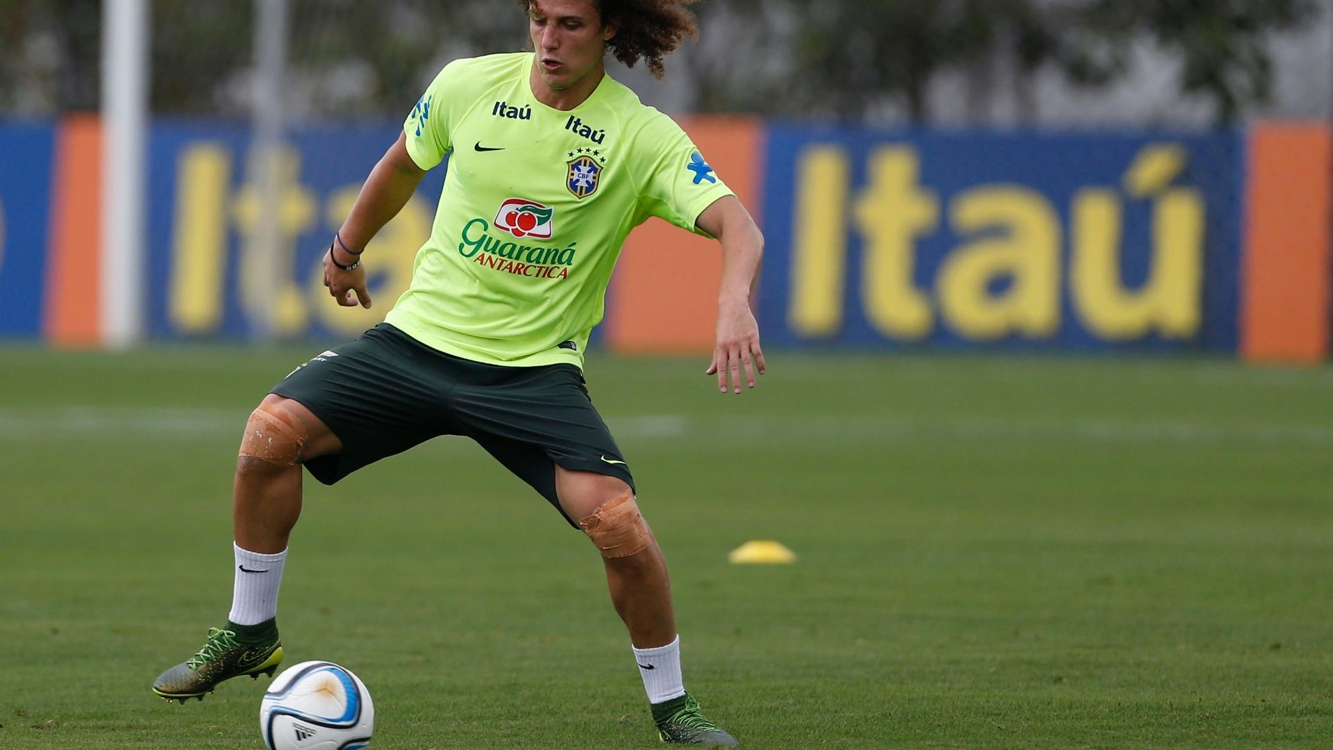 David Luiz treina com a bola argentina para jogar na 3ª rodada das Eliminatórias