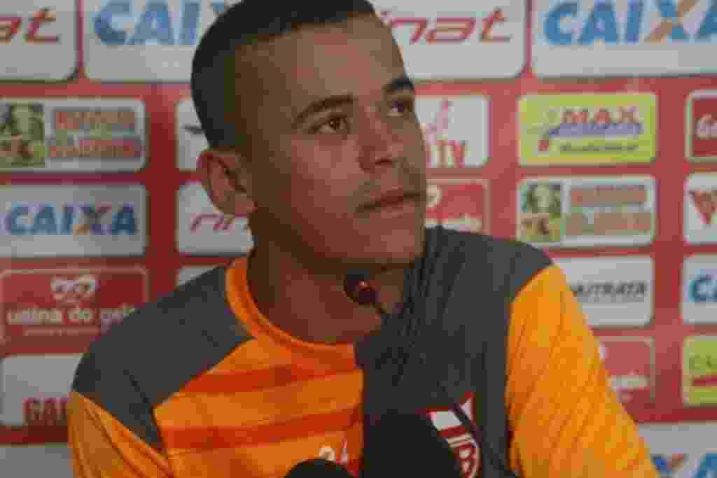 Novo reforço do Corinthians, Luidy dá entrevista como jogador do CRB - Douglas Araújo/Divulgação