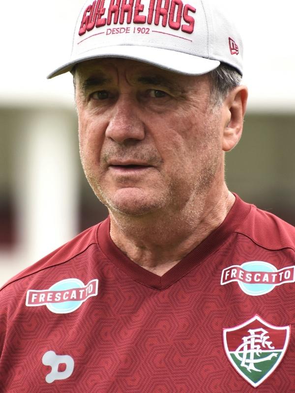O técnico Levir Culpi durante treino do Fluminense