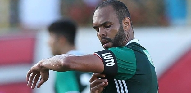 Alecsandro defenderá o Coritiba até o final de 2018