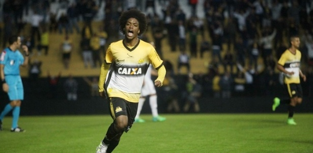 Atacante foi comprado em definitivo pelo Cruzeiro e assinou por três anos