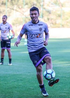 Marcos Rocha está recuperado de lesão no joelho direito e reforça o Atlético-MG contra o São Paulo