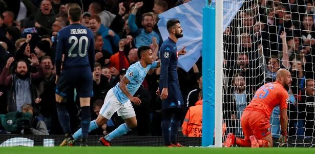 Gabriel Jesus comemora após marcar pelo City em jogo contra o Napoli - Reuters/Jason Cairnduff