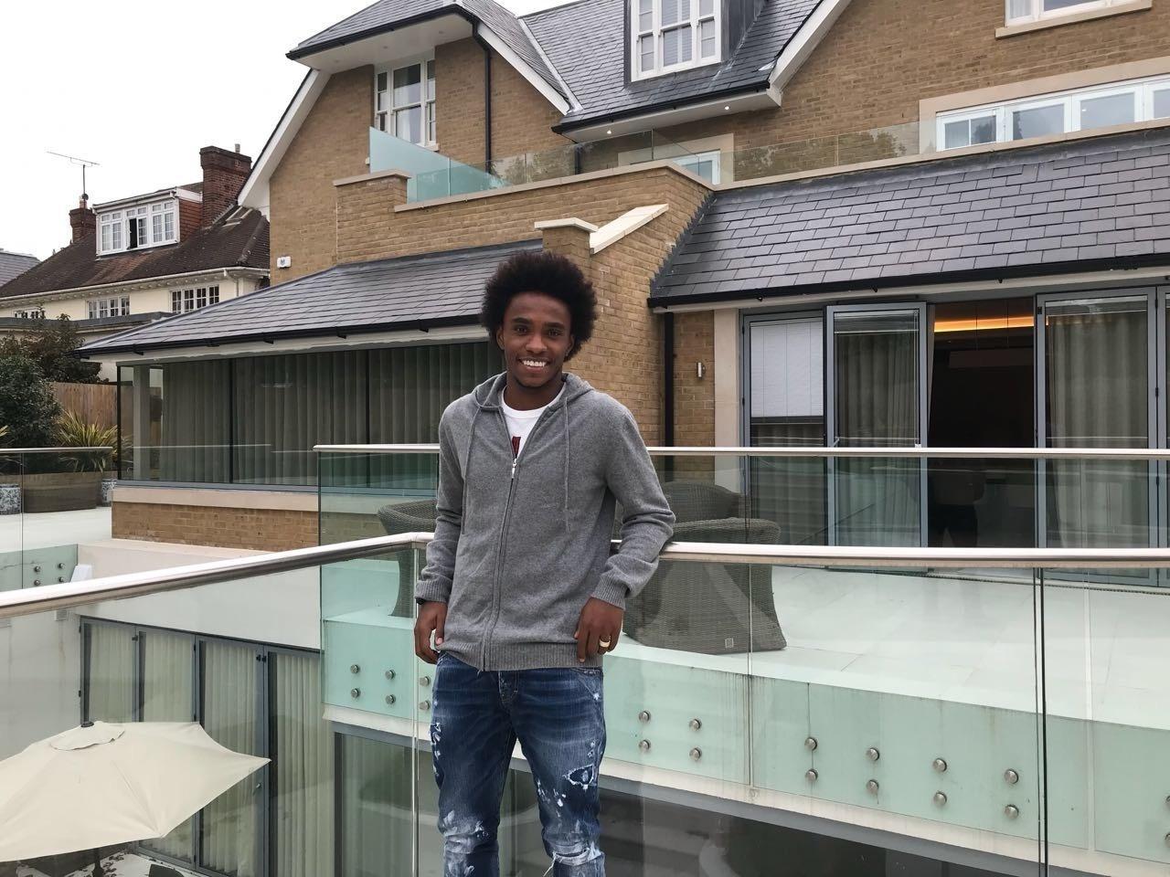Willian, do Chelsea, mostra sua casa em Londres