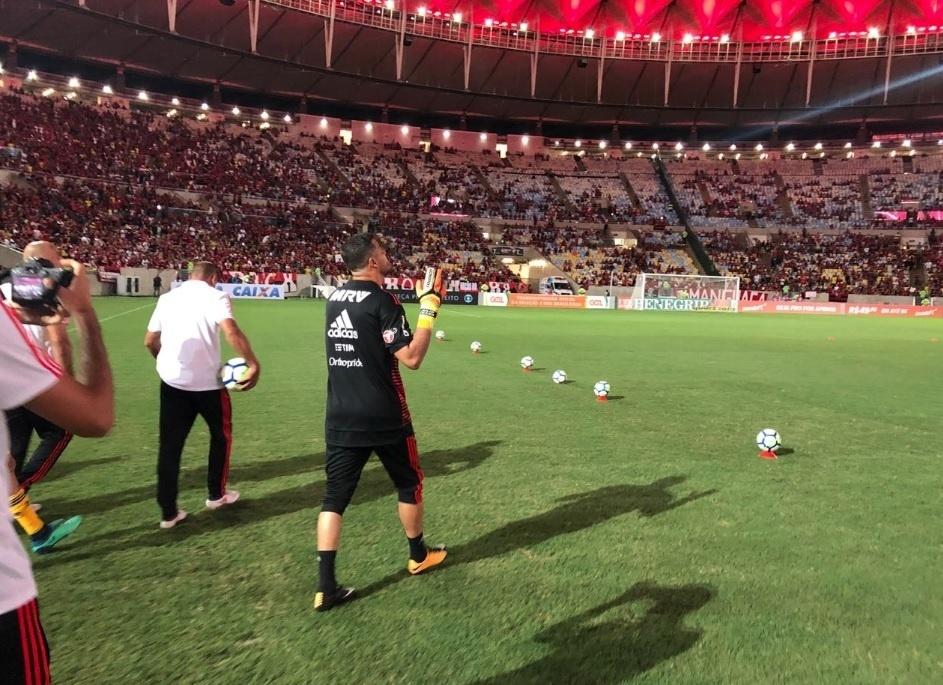 Julio Cesar falou com a torcida antes do jogo entre Flamengo e América-MG