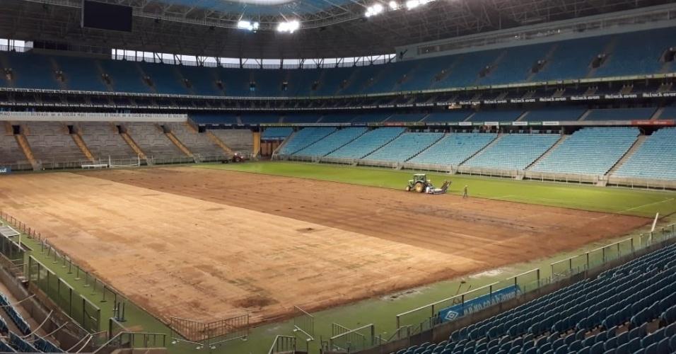 Arena do Grêmio passa por troca de gramado