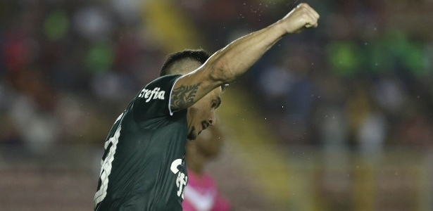 Willian comemora gol do Palmeiras em amistoso contra o Árabe Unido - Twitter/Avanti Palmeiras