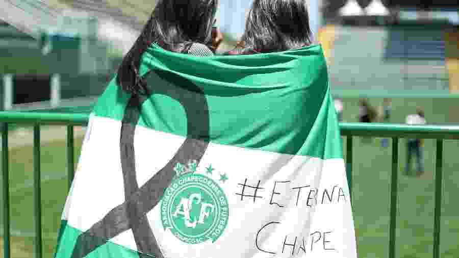 Torcedoras da Chapecoense prestam homenagem aos mortos em acidente aéreo - Heuler Andrey/Getty Images
