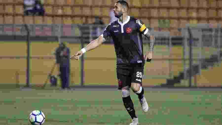 Capitão do Vasco, zagueiro Leandro Castan está vetado do jogo contra o Santos por estar com dores musculares - Carlos Gregório Jr / Vasco.com.br
