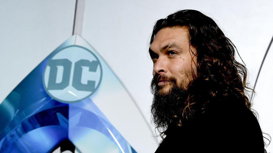 "Ator Jason Momoa posa para foto na premiere de ""Aquaman"" - Kevin Winter/Getty Images"
