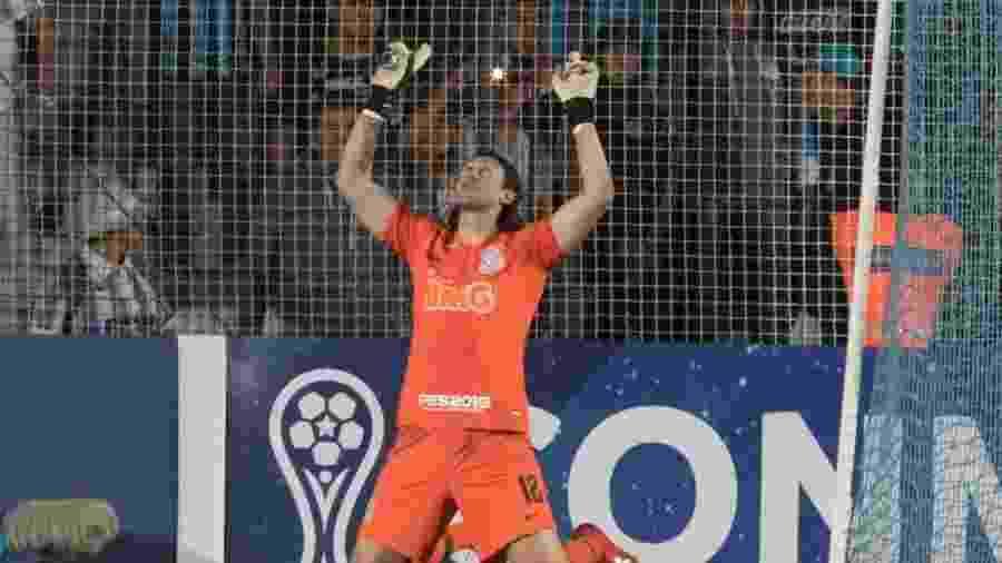 Cássio ao defender duas cobranças e classificar o Corinthians nos pênaltis contra o Racing Club - Daniel Augusto Jr/Agência Corinthians