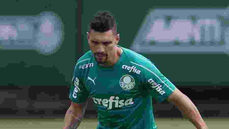 Moisés, meio-campista do Palmeiras, durante treinamento  - César Greco/Palmeiras
