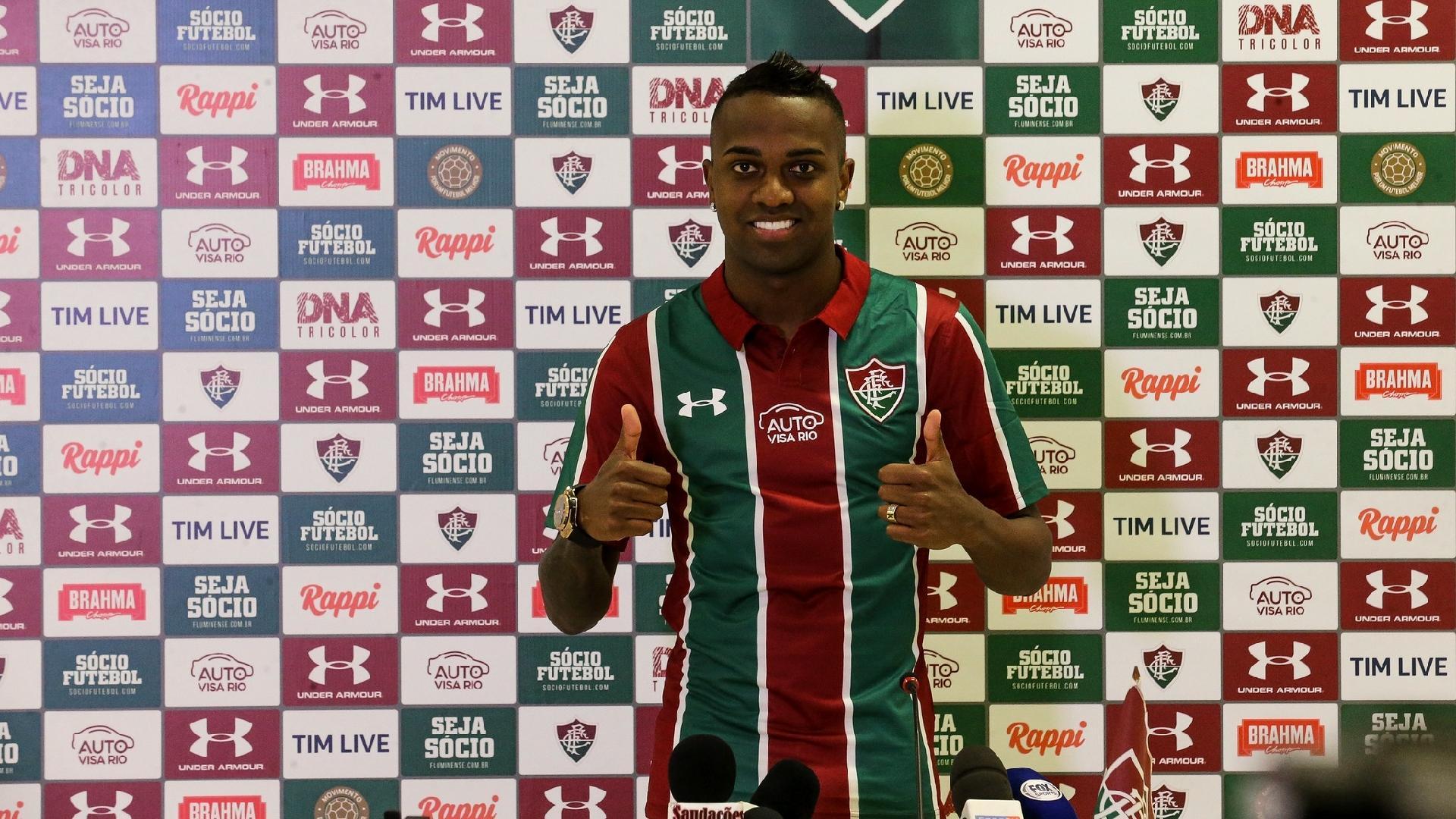 Kelvin é apresentado como reforço do Fluminense para a sequência da temporada 2019