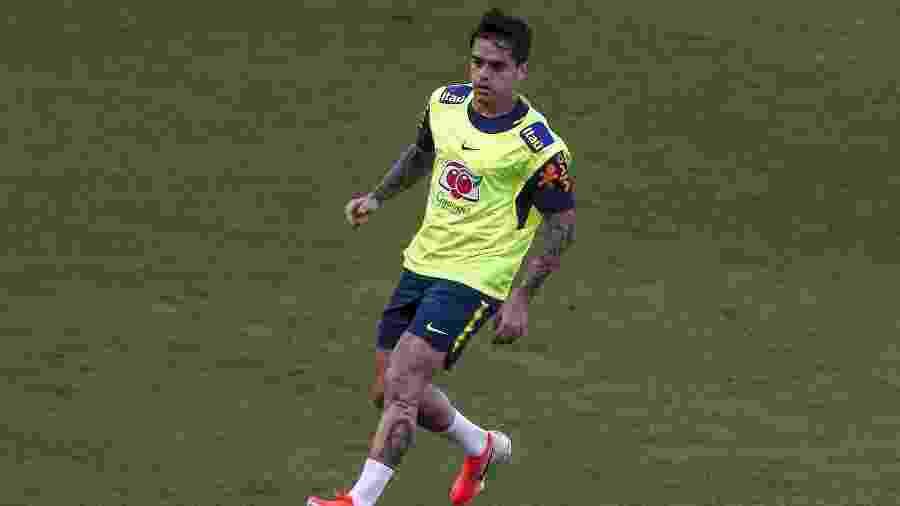 Lateral Fagner treina com a seleção brasileira no Pacaembu, em São Paulo - Miguel Schincariol/AFP