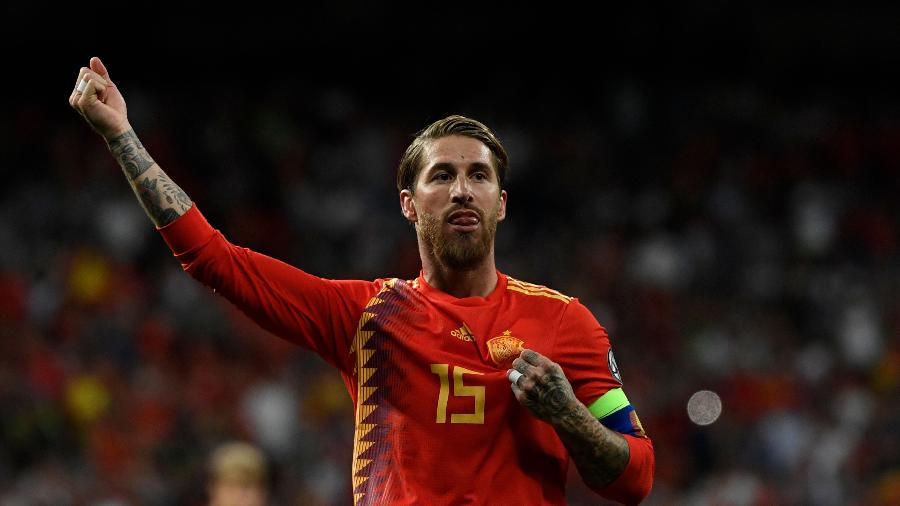 Sergio Ramos comemora gol da Espanha contra a Suécia - PIERRE-PHILIPPE MARCOU / AFP
