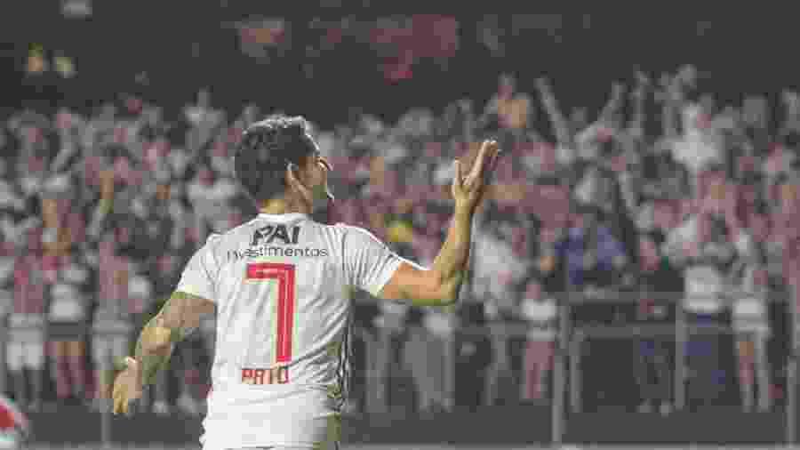 Alexandre Pato comemora após marcar para o São Paulo contra o Santos - Lucas Sabino/AGIF