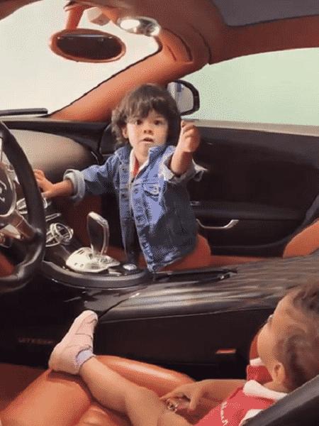 Filha de CR7, dentro de carro de luxo - Reprodução/Instagram