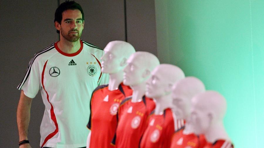 Christoph Metzelder quando atuava na seleção alemã - Marcus Brandt/AFP